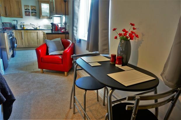 Kitchen and breakfast area.JPG