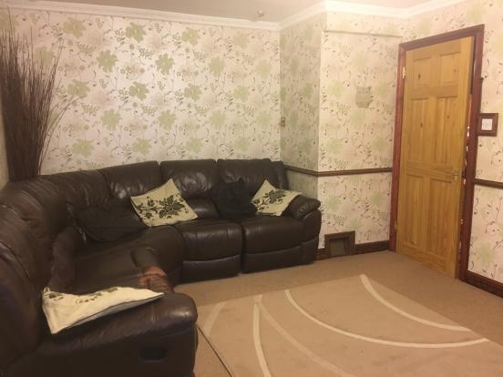 Living room - photo 02.JPG