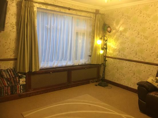 Living room - photo 01.JPG