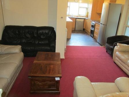 lounge kithcen.jpg