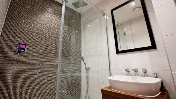 Contemporary ensuite bathroom in Apperley Bridge