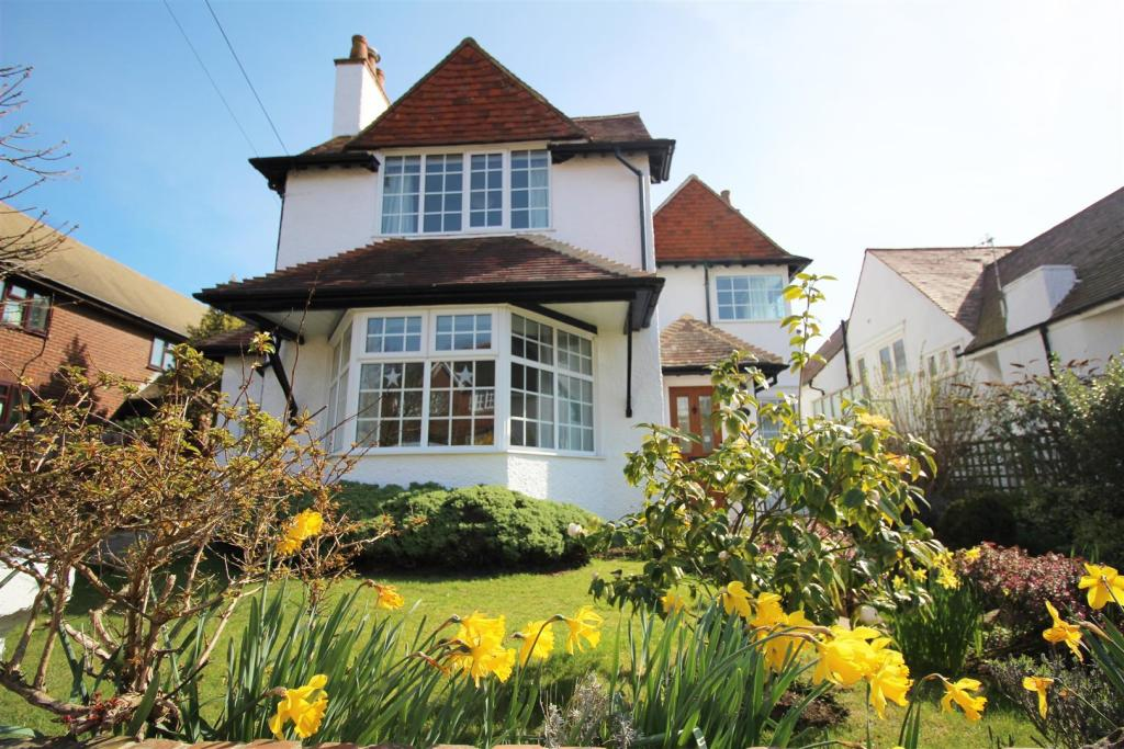 5 Bedroom Detached House For Sale In Rotherfield Avenue