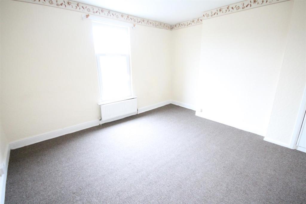 6 Gurlish Bedroom.jp
