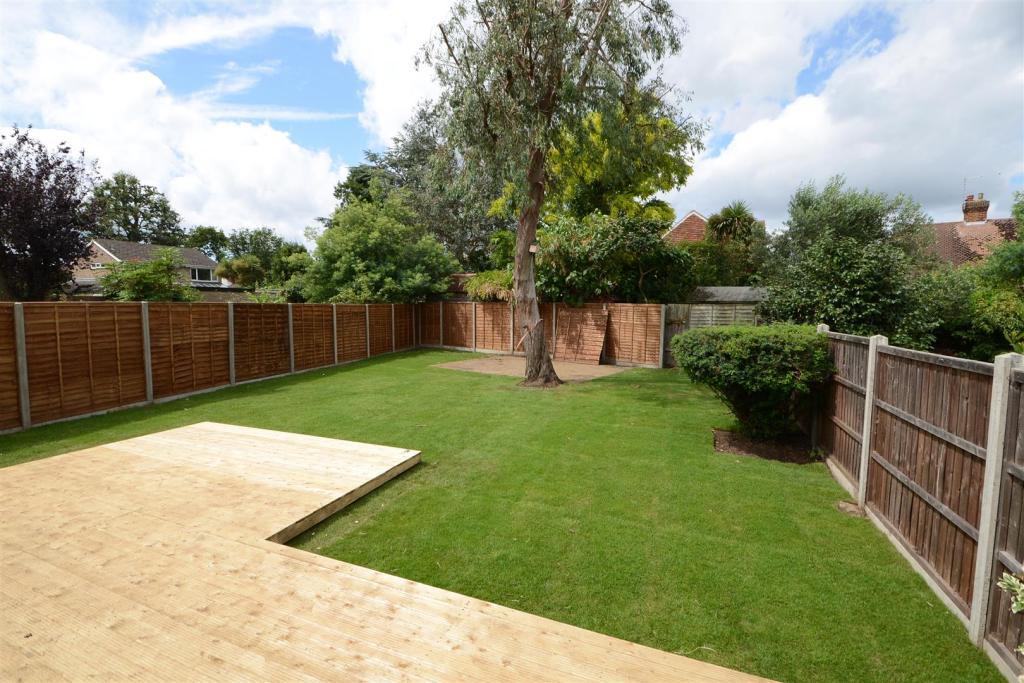 Spacious rear garden