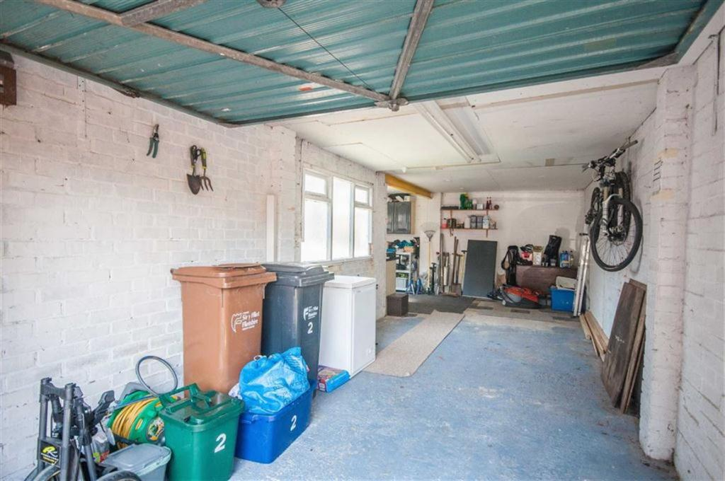 WORKSHOP / GARAGE