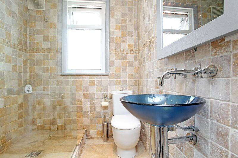 632. Bathroom.jpg