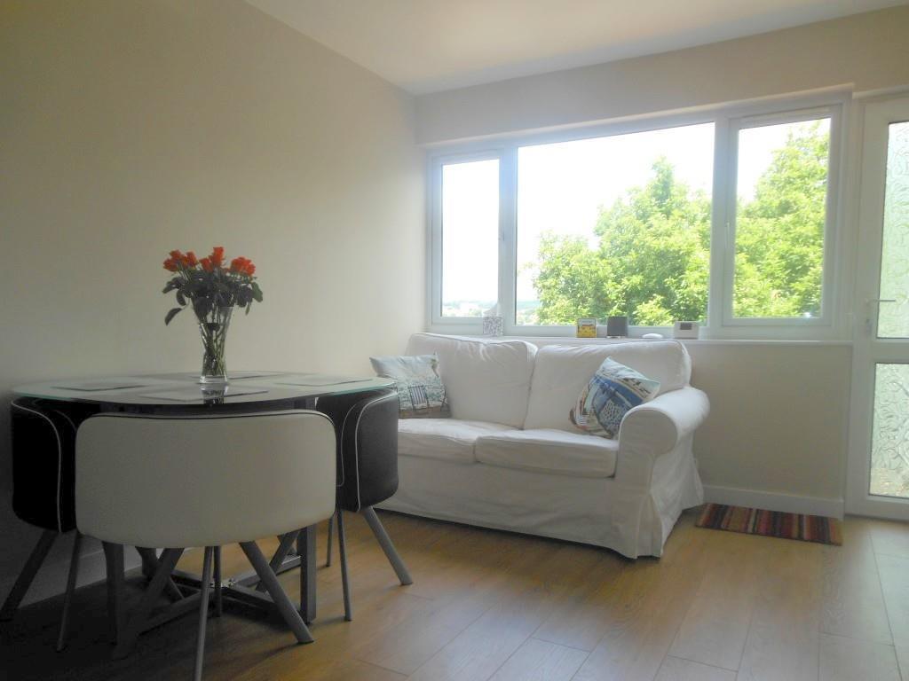 653. Living Area.JPG
