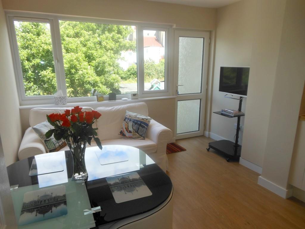 653. Living area1.JP