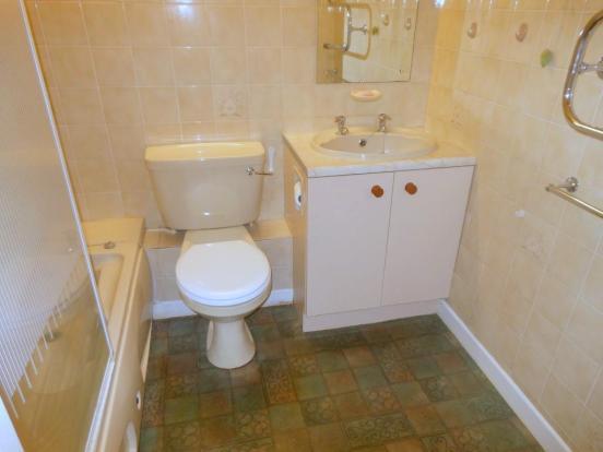 659. Bathroom.JPG