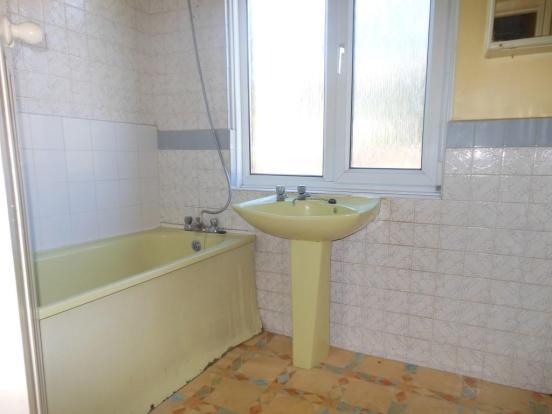 676. Bathroom.JPG