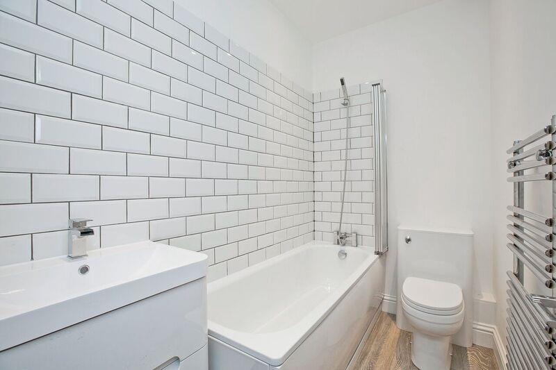 660. bathroom.jpg