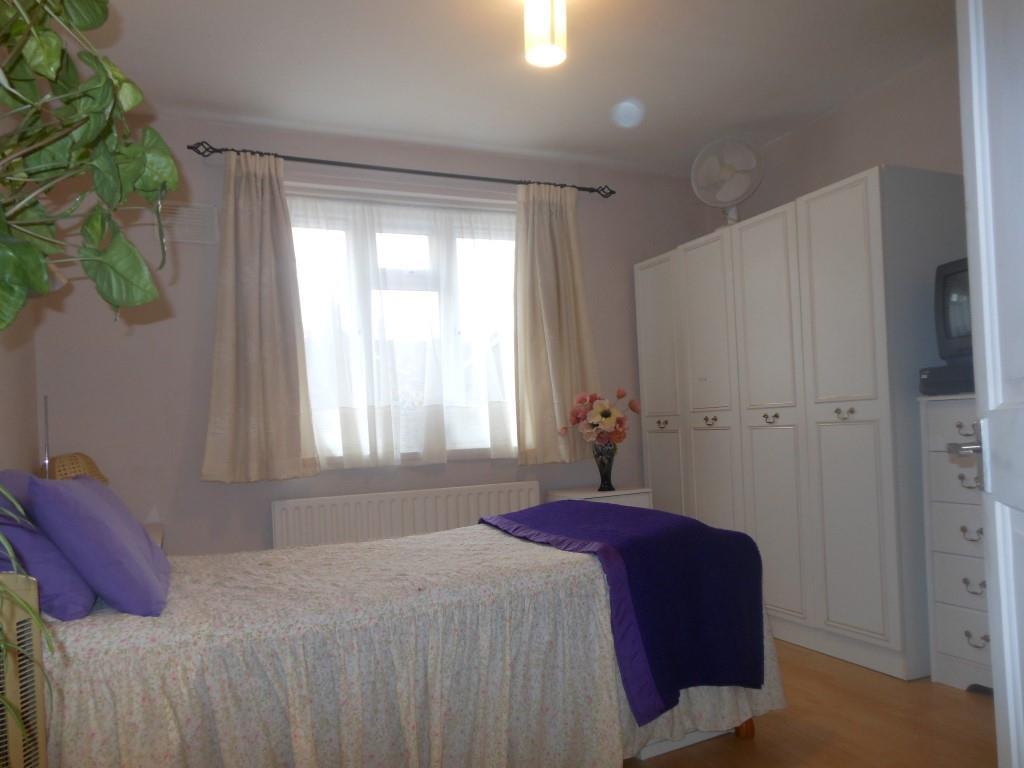 680. Bedroom1.JPG
