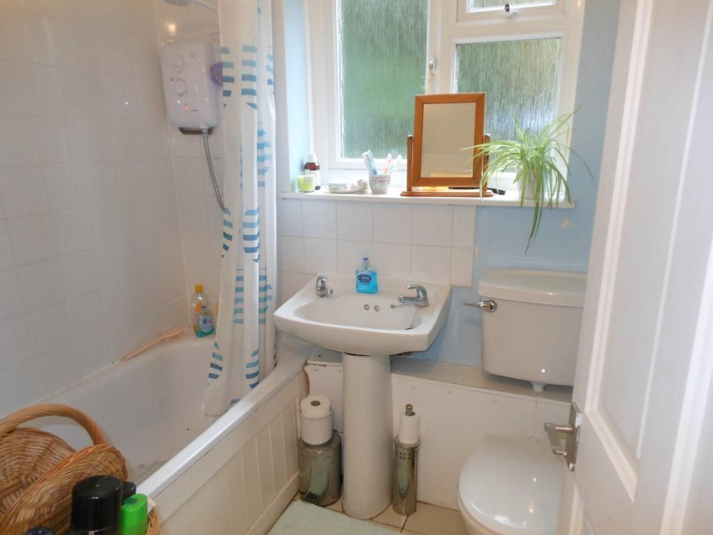 680. Bathroom.JPG