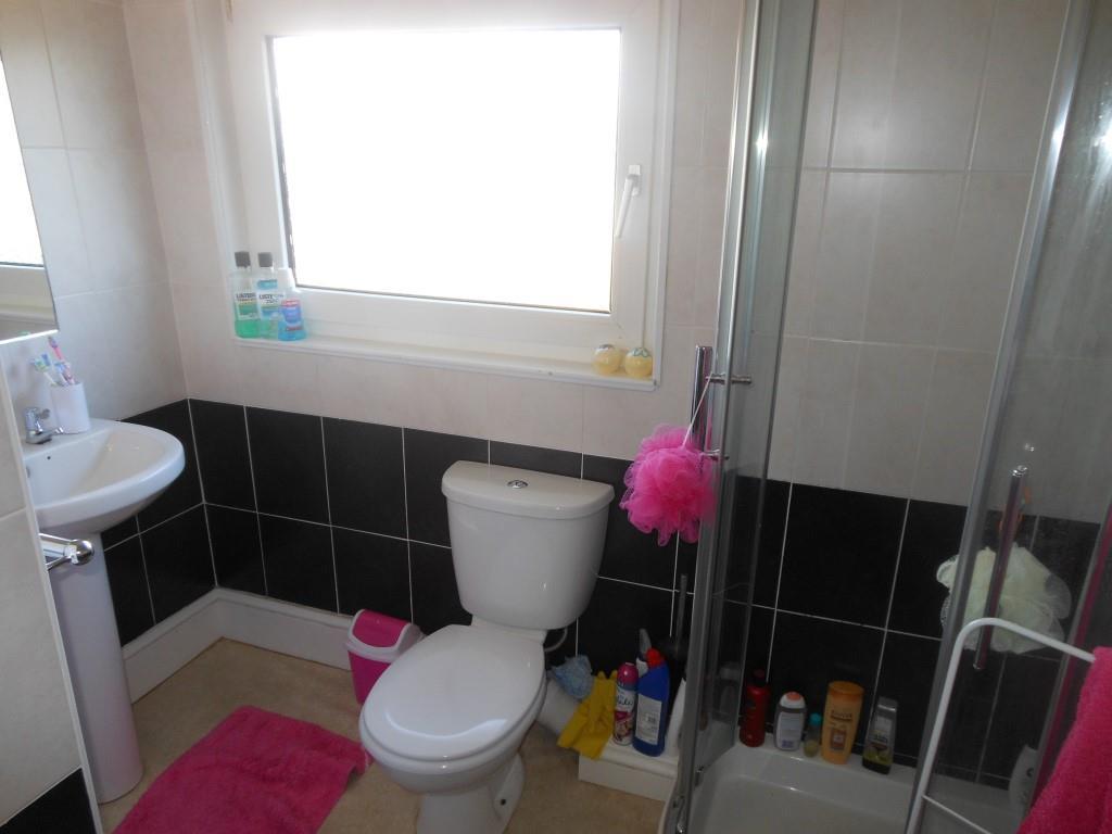 679. Bathroom.JPG