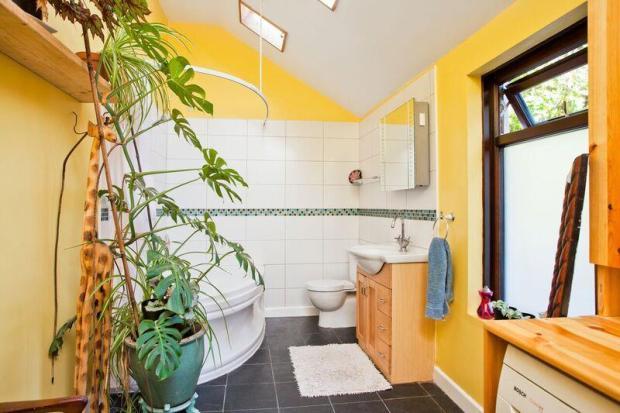 683. Bathroom.jpg