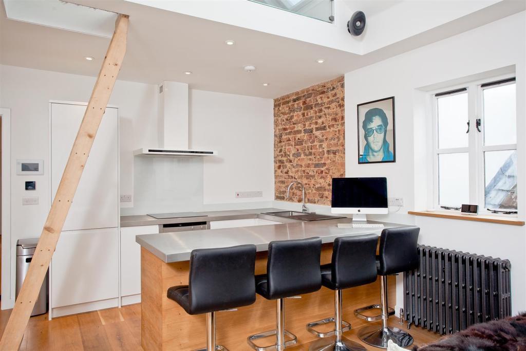 682. Kitchen.jpg