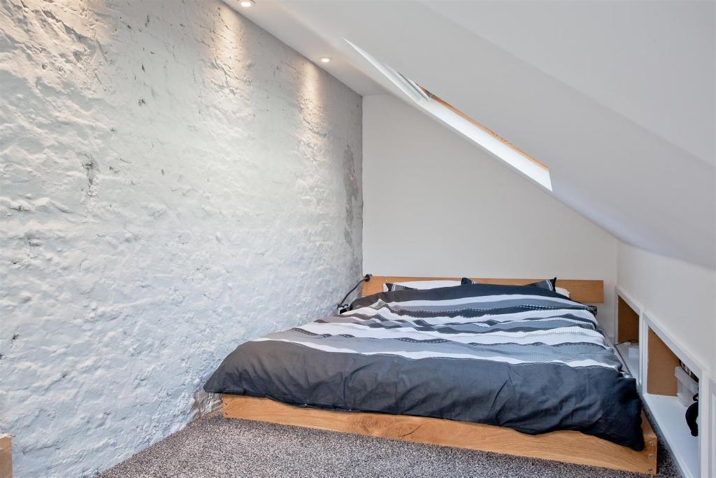 682. Bedroom 2nd sho