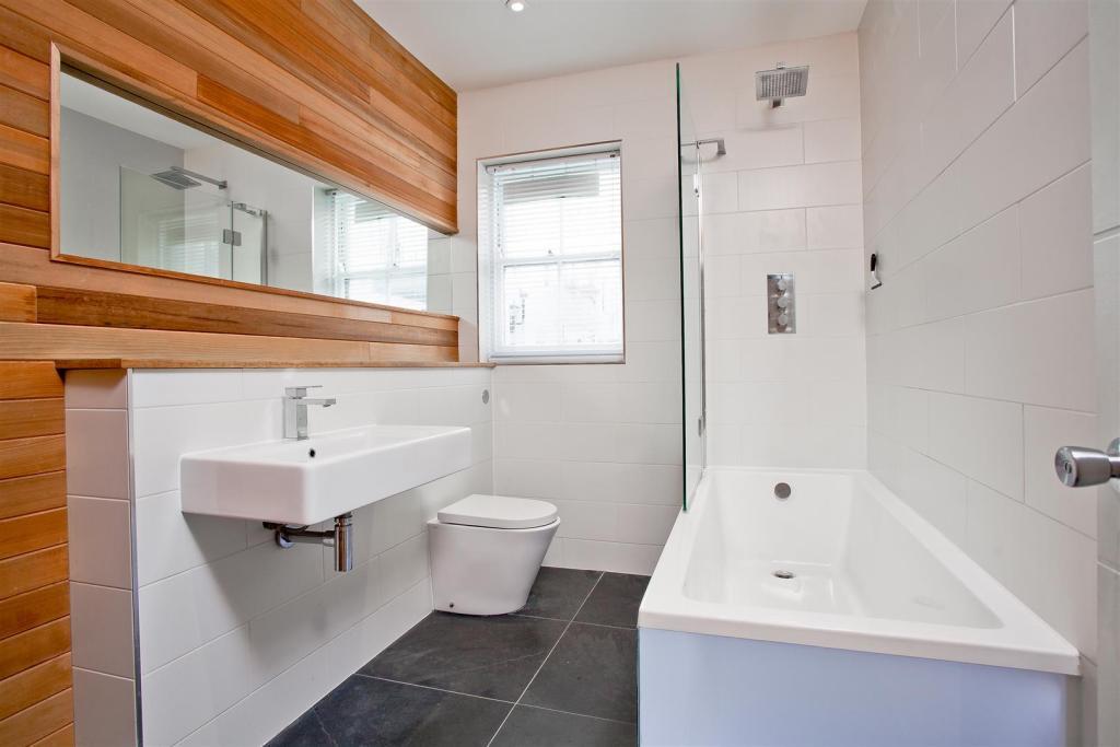 682. Bathroom.JPG
