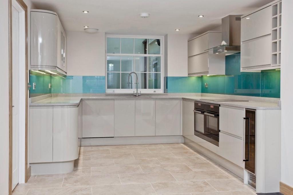 634. Kitchen.jpg
