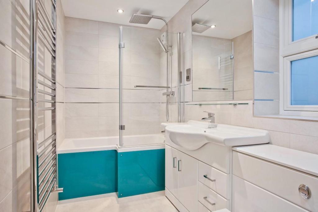 634. Bathroom.jpg