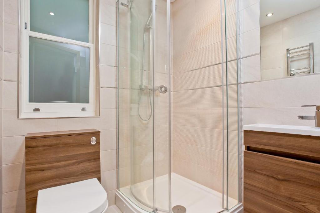 634. Shower Room.jpg