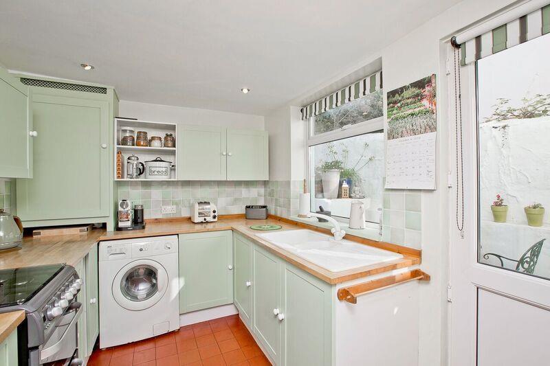 675. Kitchen 1.jpg