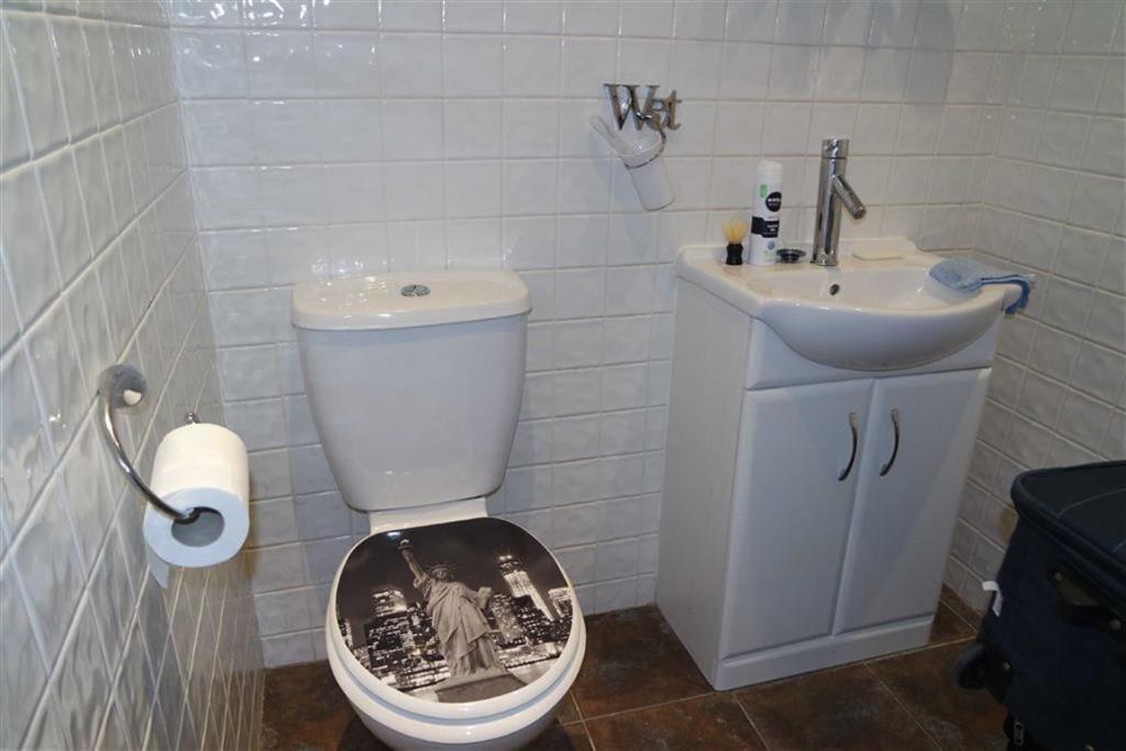 En-suite WC: