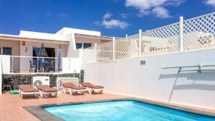 2 bedroom Villa for sale in Canary Islands...