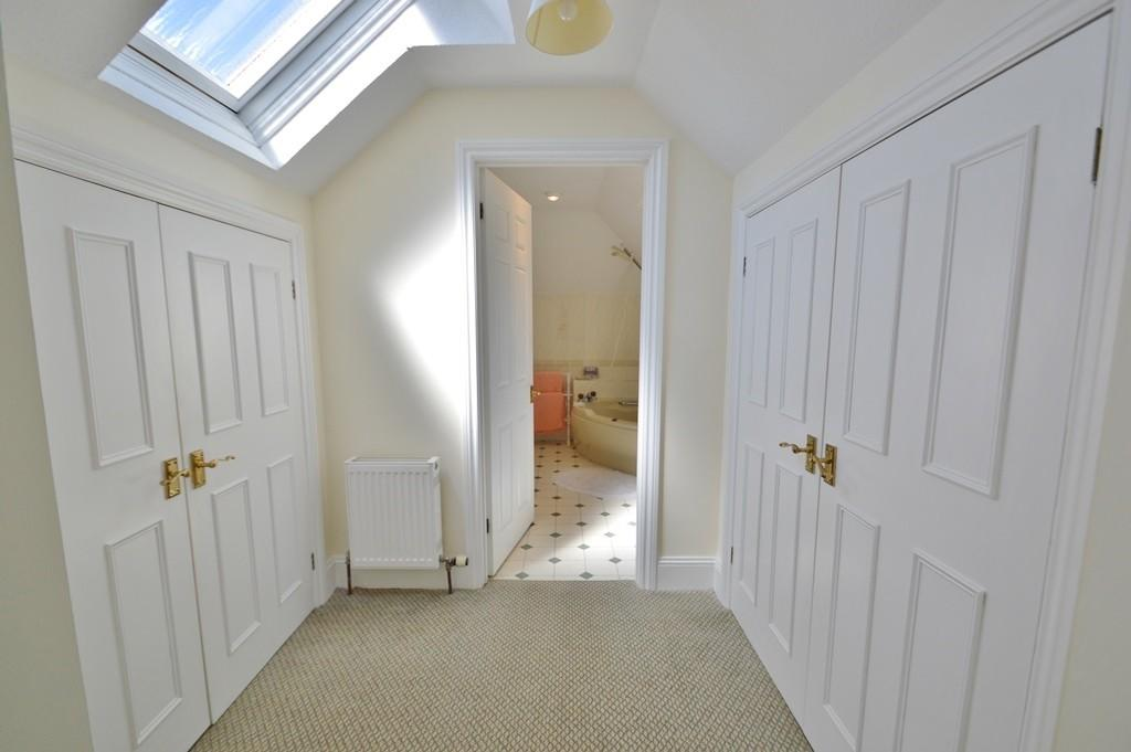 5 Bedroom Detached House For Sale In Sarisbury Green So31