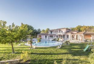 Villa for sale in 13090 aix-en-provence
