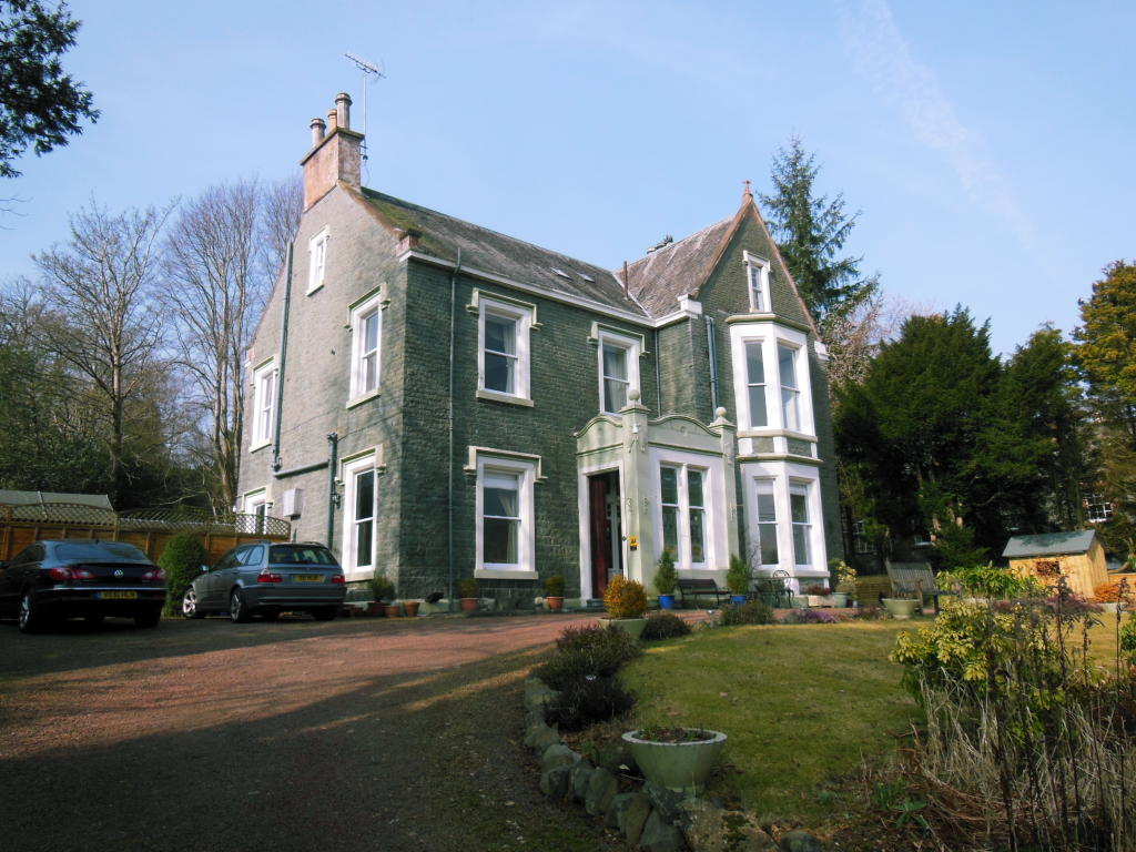 7 bedroom guest house for sale in bridge house guest house for Houses for sale with guest house on property