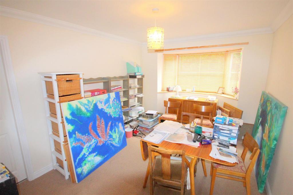 Study/5th bedroom