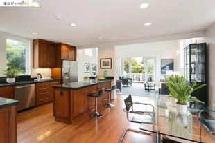 2 bed house for sale in California...