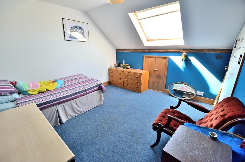 Attic Room/Bedroom