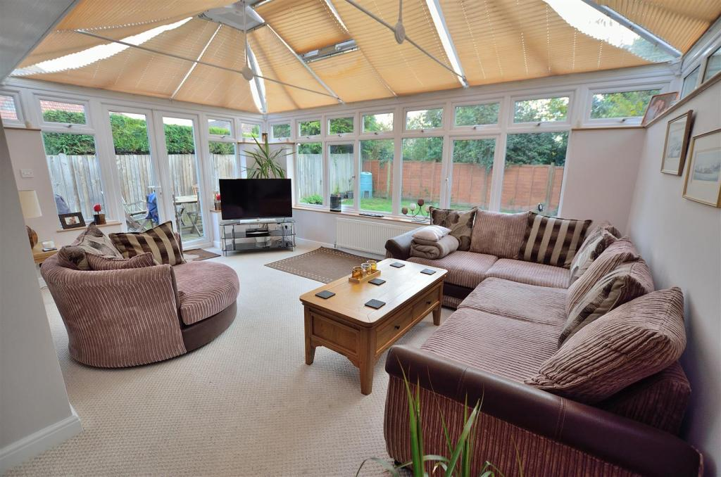 Conservatory/Lounge