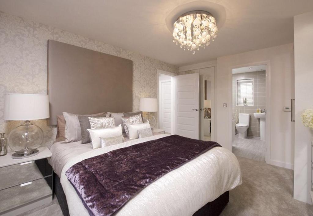 Typical Warwick master bedroom with modern en suite