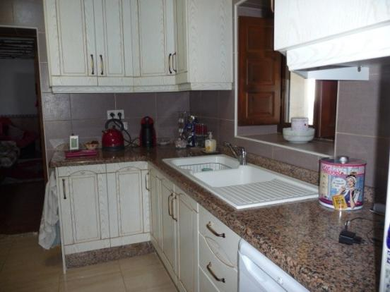Fitted kitchen with granite worksuraces