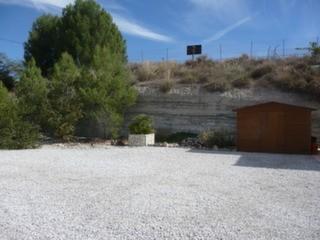 Garden/parking area