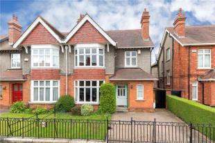 5 bedroom semi detached property for sale in 5 Arranmore Road...