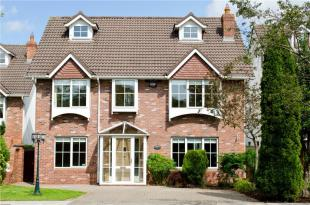 5 bedroom Detached property for sale in 17 College Gate...