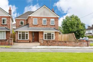 Detached property in 1 Boyne Court...