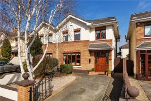 4 bed semi detached property in 275 Charlemont...