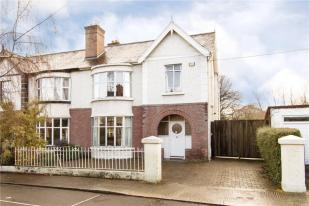 3 bedroom semi detached property for sale in 16 Eglinton Park...