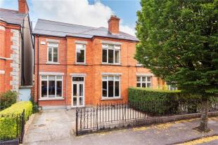 3 bed semi detached house in 29 Mountainview Road...