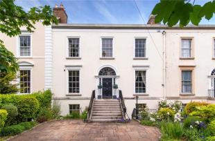 Terraced home in 3 Leinster Square...