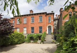 5 bed semi detached house in 3 Grosvenor Place...