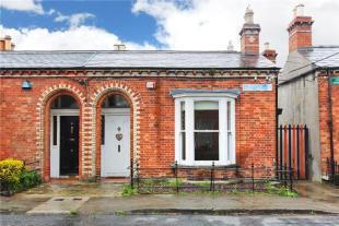 3 bed End of Terrace house for sale in 1 Curzon Street...
