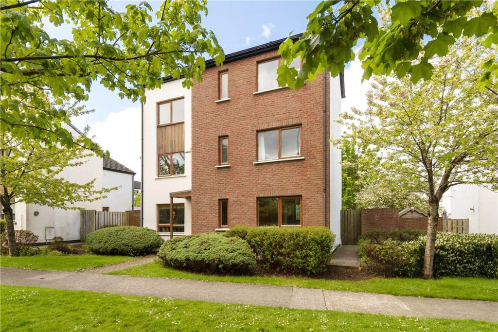 4 bedroom Detached home for sale in 14 Hunters Court...