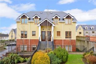 4 bedroom Duplex for sale in 7 Leas na Mara...