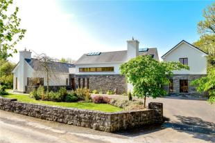 6 bedroom Detached house in 'Aillebrack'...